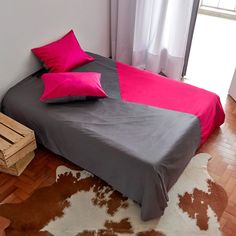Bold colors for your bed! http://www.atricasa.com.br/pd-152a1b-conjunto-capa-de-edredom-queen-triangulos-04.html?ct=5c951&p=1&s=1 #bedding #geometric
