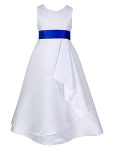 8893607fd7d Das schulterfreie Mädchenkleid hat eine schöne A-Linie und sieht aus wie  ein kleines Brautkleid. Um die Taille befindet sich ein breites Dekoband  und eine ...