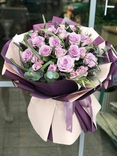 Things to Know about Deals on Valentine's Day Flowers Online How To Wrap Flowers, Bunch Of Flowers, Fresh Flowers, Beautiful Flowers, Spring Flowers, Spring Flower Arrangements, Beautiful Flower Arrangements, Floral Arrangements, Flower Centerpieces