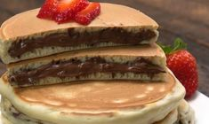 Ingredients 10 to 14 tablespoons Nutella® PANCAKES cups all-purpose flour 3 tablespoons granulated sugar 1 tablespoo. Breakfast Snacks, Breakfast Lunch Dinner, Breakfast Time, Cookie Dough Pie, Nutella Pancakes, Hot Dog Buns, Kids Meals, Sweet Recipes, Food And Drink