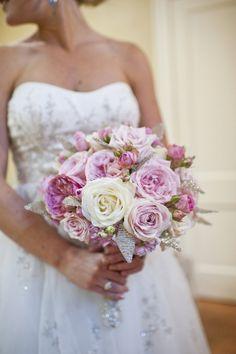 bouquet de mariée d'après la siginification des fleurs- roses pour l'amour