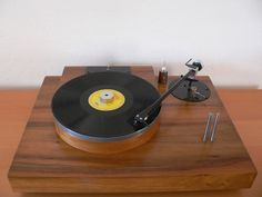 """DIY - Vintage Audiophile Analog Turntable by Raphaël"" !...  http://about.me/Samissomar"