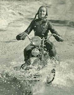Motormaid pioneer - Linda Dugeau (1913 - 2000), forging the river and having a great time!