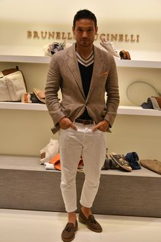 Style Masculin, Ripped Jeans Men, Fashion Leaders, Dapper Men, Mens Fashion, Fashion Outfits, Blazers For Men, Gentleman Style, Men Looks
