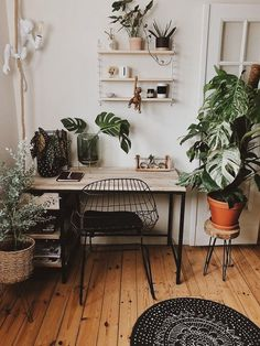 7 Beautiful Home Desk Ideas Make Comfortable (for Cozy Study) - Cute Desk Decor. - - 7 Beautiful Home Desk Ideas Make Comfortable (for Cozy Study) – Cute Desk Decor Ideas for your dorm or office! Cute Desk Decor, Decor, Apartment Decor, Diy Home Decor, Interior, Scandinavian Interior, Home Desk, Home Office Design, Home Decor