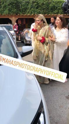Shadi Dresses, Pakistani Formal Dresses, Pakistani Bridal Wear, Pakistani Actress, Pakistani Dramas, Bridal Hair Tutorial, Indian Designer Suits, Indian Bridal Fashion, Bridal Photoshoot