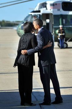 Sweet Presidential Kiss of the Obamas