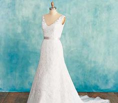 Wedding dress for apple-shaped women