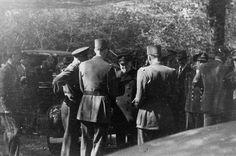 3 juin 1944, les derniers préparatifs de l'invasion en Normandie. Churchill est en conversation avec le général de Gaulle et Eisenhower dans le parc de Southwick House, Portsmouth (England).