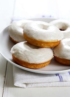 These gluten free glazed vanilla bean donuts are soft, moist and tender, and bake up in minutes. They're basically the perfect vanilla donut. Turned dry & hard the next day. Gluten Free Vanilla Cake, Vanilla Bean Cakes, Gluten Free Donuts, Gluten Free Sweets, Gluten Free Cooking, Gluten Free Recipes For Breakfast, Dairy Free Recipes, Vegan Recipes, Donut Recipes