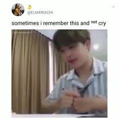 😭😭😭😭 ,ay bebé, pobre no tenía fuerzas, sinceramente me dan ganas d… häkeln – Crochet models Bts Jimin, Bts Bangtan Boy, Jhope, Kpop Gifs, Kpop Memes, Bts Memes Hilarious, Bts Funny Videos, Jikook, K Pop