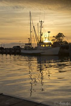 Sunrise on the beautiful Ulladulla Harbour, on the South Coast of NSW. v@e