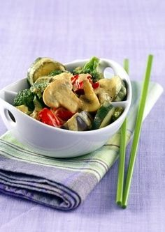My Light Philadelphia Vegetable Curry Recipe - This delicious curry is ideal for days! Healthy Eating Recipes, Diet Recipes, Healthy Eats, Healthy Foods, Tasty, Yummy Food, Delicious Recipes, Carrot And Coriander, Vegetable Curry