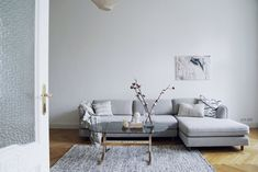 We LOVE how SALTY interiors styled this gorgeous, minimalist home with one of our acrylic photography prints—living proof that less is more in the realm of statement pieces. Best Living Room Design, Living Room Art, Living Room Designs, Beautiful Interior Design, Beautiful Interiors, Home Staging, Minimalist Home, Decoration, Interior Styling