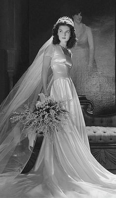 John Simms Kelly (Brenda Frazier) wearing a satin wedding gown by Herman Patrick Tappe in her mother's apartment. Photo by Horst P. Vintage Wedding Photography, Vintage Wedding Photos, Vintage Bridal, Vintage Weddings, Country Weddings, Lace Weddings, 1940s Wedding Dresses, Vintage Wedding Gowns, 50s Style Wedding Dress