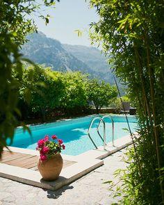 Refreshing pools | Image by Salva López