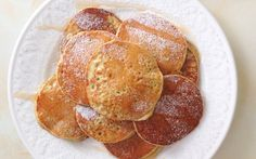 / Mini tortitas de manzana -  1 manzana golden (con piel) 1 huevo 2 claras 50gr de harina de avena integral un poco de agua (3-4 cdas) canela al gusto