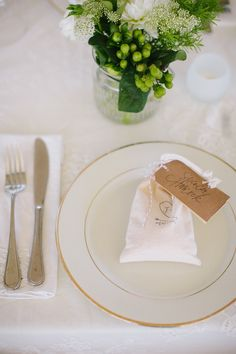 #place-settings, #seating-card  Photography: Abi Q Photography - www.abiqphotography.com  Read More: http://www.stylemepretty.com/2014/02/05/casual-walnut-orchard-wedding/