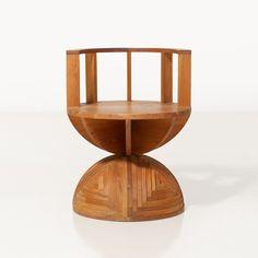 Mario Ceroli (né en 1938) Chaise Pin Série Nella Vale Edition Poltronova Date de création : vers 1970 H 192 × L 60 × P 50 cm
