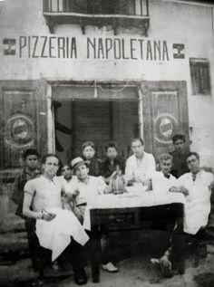 A Italian picture of Pizzeria Napoletana. Old Pictures, Old Photos, Napoli Italy, Italy Italy, Vintage Italian Posters, Italian People, Expo Milano 2015, Vintage Italy, Vintage Shops