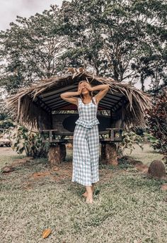 Emily Vartanian of Stiletto Beats shares outfit ideas for your tropical travel destinations like Costa Rica, Cabo, and Hawaii #outfitideas #summerstyle #travel