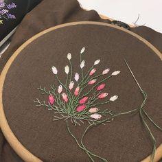 8월 두번째 #야생화 주문 받은 수틀액자 입니다 판매가 되는 멋진 이름을 가진 꽃보다 야생화를 수 놓을 때 더 매력적이고 아름다움을 느낍니다. 사랑과 관심없이 자라는 야생화는 어떤 삶을 살아갈까요? #wildlife#wildflower ◾️원데이클래스 ◾️취미반 ◾️문의는 카톡 doheeee 모든디자인은 @lleedesign 의 디자인으로 불법 복사 및 도용은 금지 되어 있습니다. #lleedesign#embroidery#handmade#handcrafted#handstitched#instadaily#instaembroidery#프랑스자수#에코백#프랑스자수에코백#액자#소품#일상#아기옷#커스텀디자인#자수셔츠#파우치#수공예#원데이클래스#구미원데이클래스#구미프랑스자수#핸드메이드#구미#태교