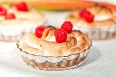 Marenkinen kaura-raparperipaistos Gluten Free Recipes, Baking Recipes, Delicious Desserts, Muffins, Birthday Parties, Cheesecake, Deserts, Tasty, Sweets