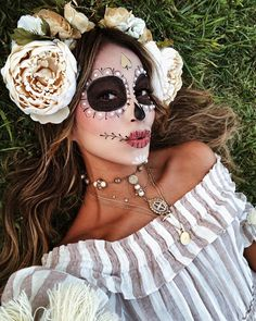 Are you looking for inspiration for your Halloween make-up? Browse around this website for cute Halloween makeup looks. Halloween Makeup Sugar Skull, Sugar Skull Costume, Cute Halloween Makeup, Sugar Skull Makeup, Halloween Outfits, Halloween Costumes, Skull Face Makeup, Skeleton Makeup, Sugar Skulls