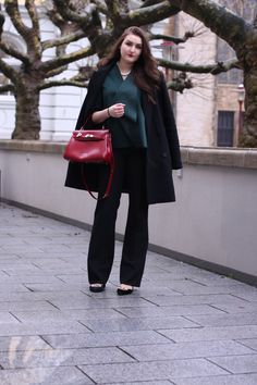 flared pants / classic red picard bag | lauracoeur.com