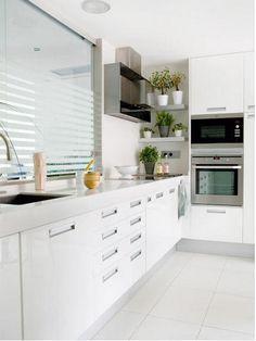 green space in kitchen Kitchen Room Design, Kitchen Tiles, Interior Design Kitchen, Kitchen Dining, Kitchen Decor, Mdf Cabinets, Kitchen Cabinets, Small Kitchen Diner, Cocina Office