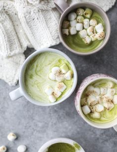 Matcha Honey Hot Chocolate with Toasted Marshmallows. - How Sweet Eats : matcha honey hot chocolate with toasted marshmallows Yummy Drinks, Healthy Drinks, Yummy Food, Smoothies, Matcha Drink, Matcha Dessert, Green Tea Recipes, Snacks Saludables, Hot Toddy