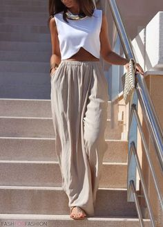 love the look of relaxed, slouchy pants in a neutral color for summer #style