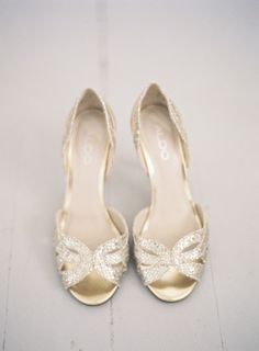 A unique Swedish wedding combining rustic charm, modern minimalism and Middle Eastern design influence into one gorgeous day. Bride Shoes, Prom Shoes, Wedding Shoes, Wedding Decor, Swedish Wedding, Nike Air Max 2011, Nike Design, Bridesmaid Shoes, Bridesmaids