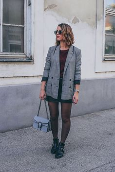 how to wear, 3 herbsttrends combined, 3 herbsttrends kombiniert, herbsttrends, karierter blazer, cut out boots, gucci dionysus look alike, roter pullover, red jumper, lederrock, leather skirt, ray ban sunglasses, gingham, vichy, vichy blazer, vichy muster, autumn trend, bloggerlook fashion inspo, fashion inspiration, inspirations,
