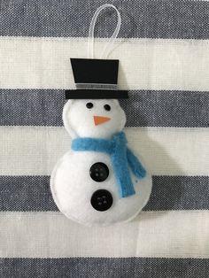 DIY Felt Snowman #felt #felting #feltcraft #christmas #ornament #diy #snowman