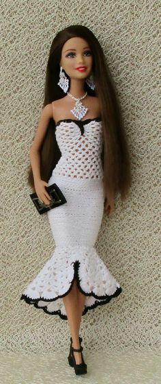 Crochet Dolls Clothes Knitted clothing for dolls / Descriptions / sale Crochet Doll Dress, Crochet Barbie Clothes, Accessoires Barbie, Barbie Clothes Patterns, Barbie Dress, Barbie Doll, Fashion Dolls, Ideias Fashion, Dresses