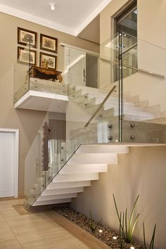 Modern Staircase Design Ideas - Modern stairs are available in numerous styles and designs that can be genuine eye-catcher in the various area. We've assembled finest models of staircases that can give. Stair Handrail, Staircase Railings, Staircase Design, Staircases, Staircase Remodel, Interior Stairs, Home Interior Design, Escalier Design, Glass Stairs