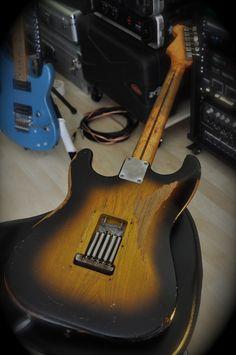 54 strat back Fender Stratocaster, Fender Usa, Fender Guitars, Fender Vintage, Vintage Guitars, Fender Japan, Pedalboard, Vintage Music, Cool Guitar