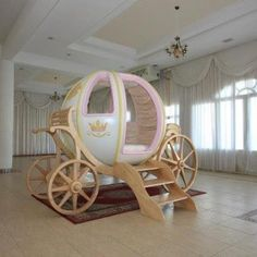 Life size Cinderella  carriage  bed ... can you imagine a little girl's delight to have a bed like this in her room?