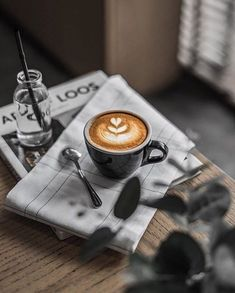 Great ways to make authentic Italian coffee and understand the Italian culture of espresso cappuccino and more! Coffee Latte Art, Coffee Cafe, Hot Coffee, Coffee Drinks, Espresso Coffee, Coffee Brewer, Drinking Coffee, Coffee Shop, Coffee Photos