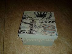 Caja 01. Modelo cuadrado, con tapa, en madera, con motivos de Londres. Pintura, grabado y papel arroz. Manualidades Rosamay