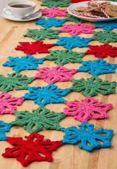 Caminho de Mesa de Crochê: Passo a Passo +25 Fotos | Revista Artesanato Crochet Squares, Crochet Doilies, Crochet Stitches, Crochet Patterns, Love Crochet, Crochet Projects, Diy And Crafts, Kids Rugs, Ravelry