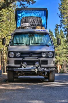 Syncro Westy - looks like an adventure wagon! Vw T3 Camper, Vw Caravan, T3 Bus, Off Road Camper, Volkswagen Bus, Volkswagen Beetles, Vw T3 Westfalia, Vw T3 Doka, Transporter T3