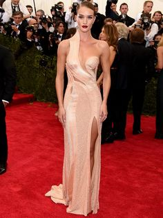Rosie Huntington  A modelo usou vestido Atelier Versace. Getty Images - Getty Images