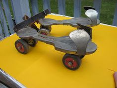 Pasttime Collectibles & Antiques: Brand new pair of roller skates-------