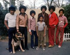 Michael Jackson: Inside His Early Years in Gary, Indiana With His Musical Family The Jackson Five, Jackson Family, Native American Images, Native American Indians, Gary Indiana, African Tribes, The Jacksons, Stevie Wonder, Motown