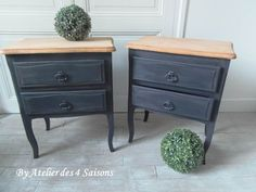 Two adorable wooden bedside tables and wood veneer abandoned for too long in an attic. L 50 cm D 31 cm H 62 cm – 190 €. Painted Furniture, Furniture Renovation, Upcycled Furniture, Home Deco, Wood Veneer, Wooden Bedside Table, Salon Decor, Furniture Inspiration, Shabby Chic Furniture