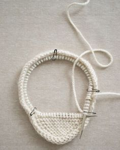 Laura's Loop: Garter Ear Flap Hat - The Purl Bee - Knitting Crochet Sewing Embroidery Crafts Patterns and Ideas! Baby Knitting Patterns, Baby Hats Knitting, Knitting For Kids, Loom Knitting, Baby Patterns, Crochet Hats, Purl Bee, Flap Hat, Knitted Gloves
