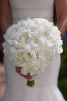 White peonies bouquet by www.rjackbalthazar.com, Wedding by www.sterlingsocial.com