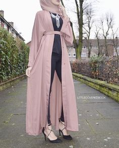 Black with mauve open abaya and statement necklace - check out: Esma <3